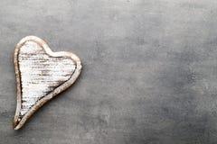 En forme de coeur en bois Cartes de voeux Salutation de Saint-Valentin Photos libres de droits