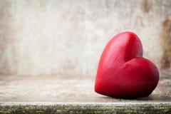 En forme de coeur en bois Cartes de voeux Valentine& x27 ; salutation de jour de s Photos libres de droits
