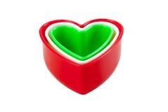 En forme de coeur en plastique coloré multi d'isolement Image libre de droits