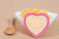 En forme de coeur et nourriture Photographie stock libre de droits