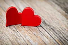 En forme de coeur rouge sur un fond en bois Photos stock