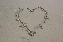 En forme de coeur sur le sable Image stock