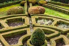 En formell trädgård för 18th århundrade i slotten Pieskowa Skala i Polen. Royaltyfri Fotografi