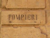 En forntida brandmanlogo i Italien royaltyfri foto