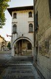 En forntida byggnad i en italiensk stad Royaltyfria Foton