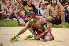 En forntida egen bland menande 'One Mob' för infödd ceremoni för australier`-WugulOra ` royaltyfri fotografi