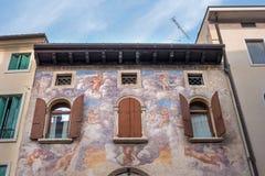 En forntida freskomålning på väggen av huset Conegliano italy Royaltyfria Foton