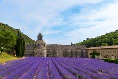 En forntida kloster Abbaye Notre-Dame de Senanque Arkivfoto