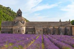 En forntida kloster Abbaye Notre-Dame de Senanque Royaltyfria Foton