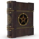 En forntida magisk bok i läderband och med järnklippning Boken av magi och Satan Arkivbild