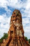 En forntida struktur står högt skyward i Ayutthaya, Thailand Fotografering för Bildbyråer
