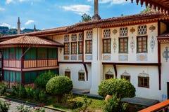 En forntida villa i den orientaliska stilen med uteplatsen Royaltyfri Fotografi