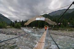 En fot- upphängningbro Royaltyfria Foton