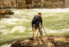 En fotograf Becomes The Photograph på de Kootenai nedgångarna i Montana arkivbilder