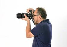En fotograf som är upptagen på arbete Arkivfoton