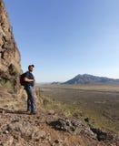 En fotvandrare i den Picacho maximumdelstatsparken, Arizona Royaltyfri Foto