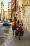 En fotvandrare i Valparaiso, Chile Royaltyfria Bilder