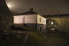 En fredriksten la fortaleza en la niebla y la oscuridad Fotografía de archivo libre de regalías