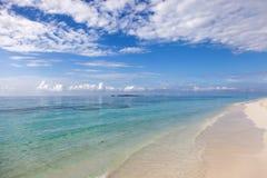 En fridfull sikt av Indiska oceanen Arkivbilder