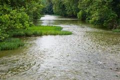 En fridsam sikt av den Roanoke floden Arkivbild