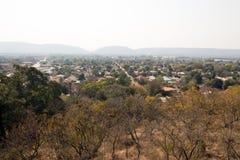 En frodig förort av Pretoria, Sydafrika arkivfoto