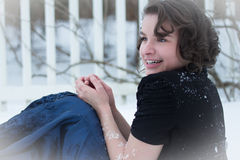 En frysa ung dam Fotografering för Bildbyråer