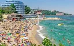 En fullsatt strand i Bulgarien Royaltyfria Bilder