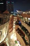 En futuristic seende byggnad på natten Royaltyfria Bilder