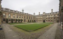 En fyrkant för Cambridge universitet Arkivbild