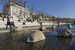 En gå på Rhone River banker i Lyon Fotografering för Bildbyråer