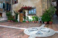 En gård av en town av tuscany Royaltyfri Fotografi