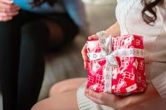 En gåva för det nya året Royaltyfria Bilder