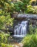 En gömd vattenfall arkivfoto