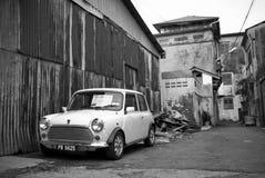 En gamla Morris Minor i Georgetown, Penang Arkivbilder