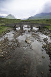 En gammal bro i ön av Skye Arkivbilder