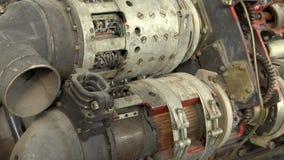 En gammal bruten motor, ett Closeupskott broken mekanism stock video
