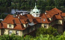 En gammal byggnad i Prague Arkivbilder