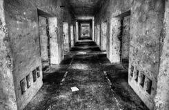 En gammal fabrikskorridor Arkivbild