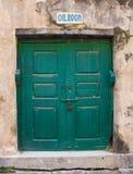 En gammal grön dörr royaltyfri fotografi