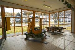 En gammal gul spårvagn i det Flamsbana museet Arkivbild