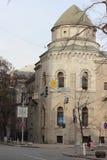 En gammal herrgård i den romanska stilen Arkivfoton