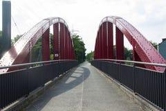 En gammal järnvägsbro, nu för cyklar royaltyfria bilder