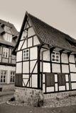 En gammal korsvirkes- byggnad royaltyfri fotografi