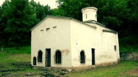 En gammal kristen kloster i Europa lager videofilmer