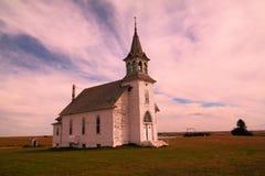 En gammal kyrka i North Dakota royaltyfria foton