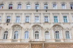 En gammal lägenhet som buidling i den Budapest Ungern Fotografering för Bildbyråer