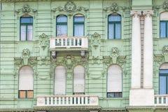 En gammal lägenhet som buidling i den Budapest Ungern Royaltyfria Bilder