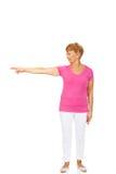 En gammal lycklig dam som pekar för något Royaltyfria Foton