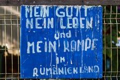 En gammal platta för citationstecken med text i tyskt språk Royaltyfri Foto