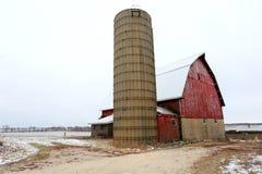En gammal röd ladugård i Illinois Arkivfoton